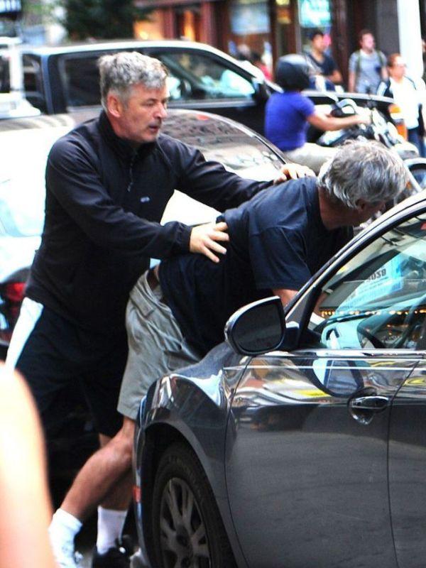 Alec Baldwin vs Paparazzi