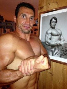 Klitschko and Schwarzenegger on Twitter