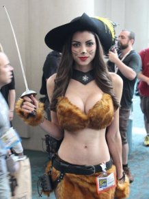 LeeAnna Vamp as Puss in Boots at Comic Con 2013