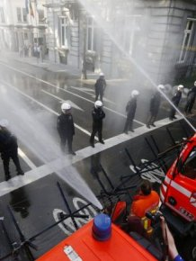 Belgian Firefighters vs Riot Police