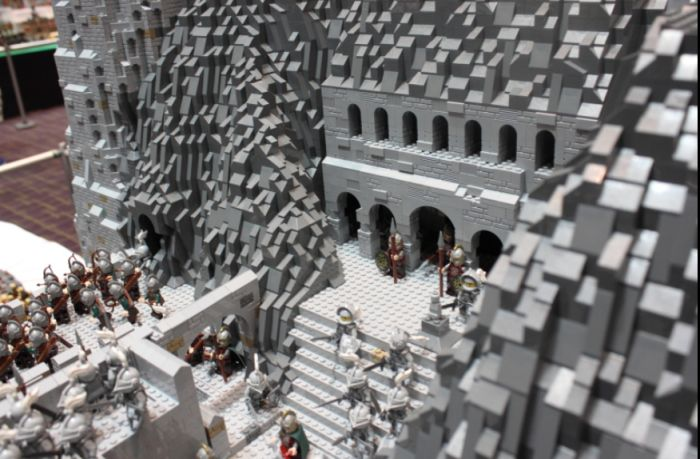 The Battle Of Helm's Deep Recreated in Lego