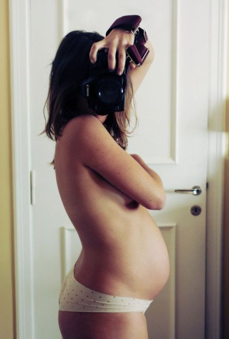 9 Months of Pregnancy in One Series of Puictures