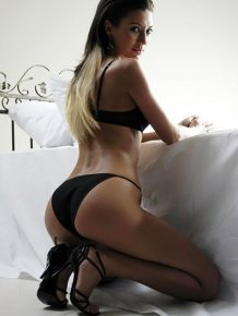 Dilek Celik – sexy pics