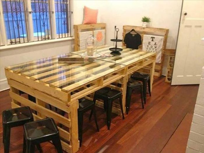 DIY Furniture Out of Old Pallets