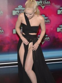 Iggy Azalea Flashes Things