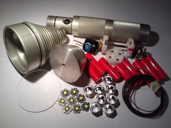 """Fat Star"" Octa 8x SST-90 Colossus Led Flashlight"