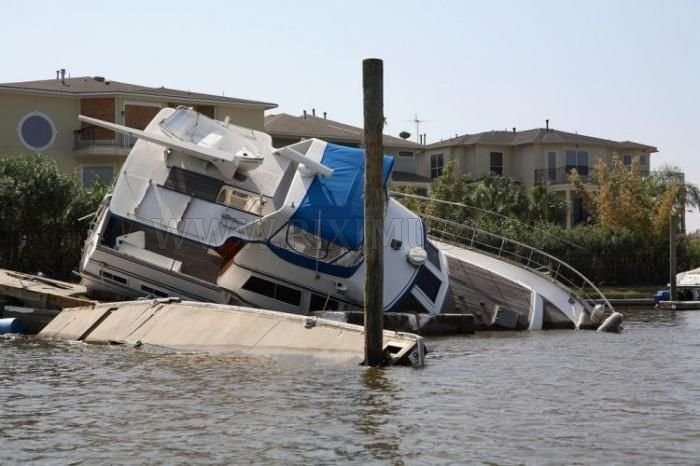 Crashed Yachts
