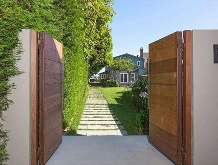 Leonardo DiCaprio's Malibu Beach House Is for Sale