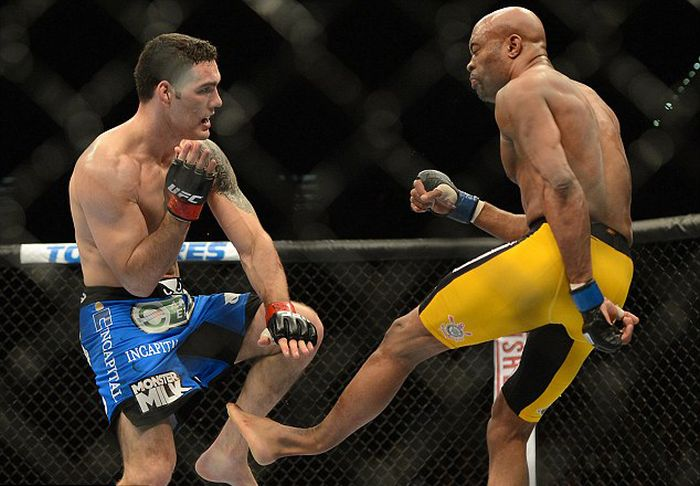 Anderson Silva Breaks Leg