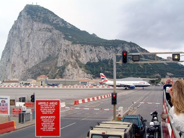 Gibraltar airport runway crosses the road to Spain