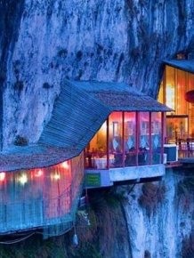 Restaurant on the Cliff