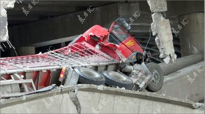 Bridge Collapses under the Truck