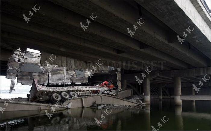 Bridge Collapses under the Truck