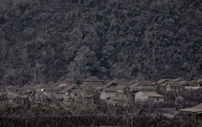 Mount Sinaburg Erupts