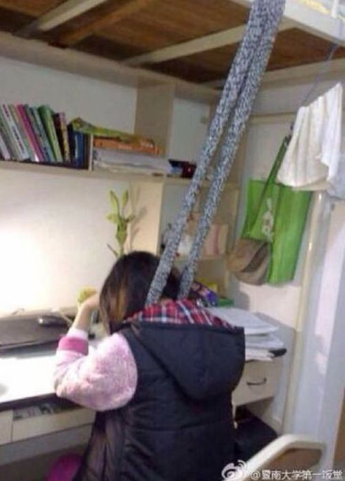 This Is How Chinese Students Study at Night