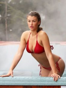 Amy Willerton in jacuzzi