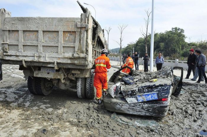 Chinese Woman Survives a Terrible Crash
