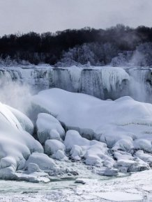 Niagara Falls is Frozen Again