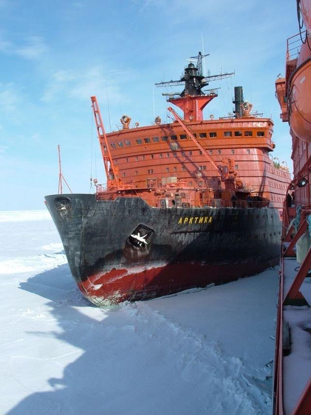 Atomic icebreakers in the Arctic