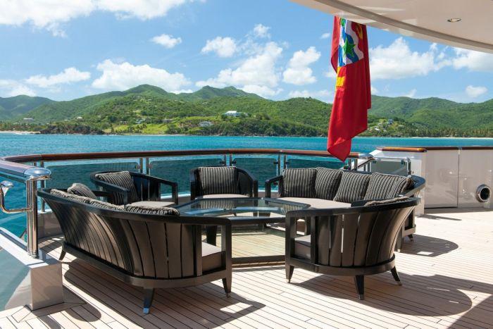 Amazing Yacht
