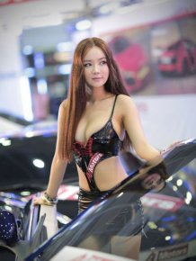 Girls of the Seoul Auto Salon