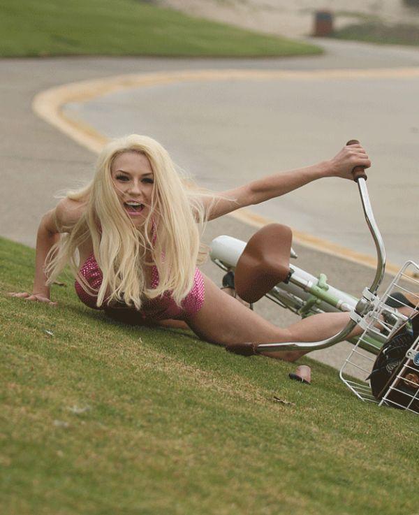 Courtney Stodden Fell Off Her Bike