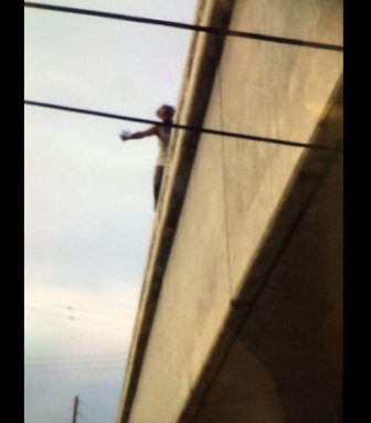 As Suicidal Man Closes Highway, Stranded Drivers Take Selfies