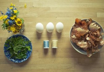 How to Dye Easter Eggs with Onion Shells and Flowers