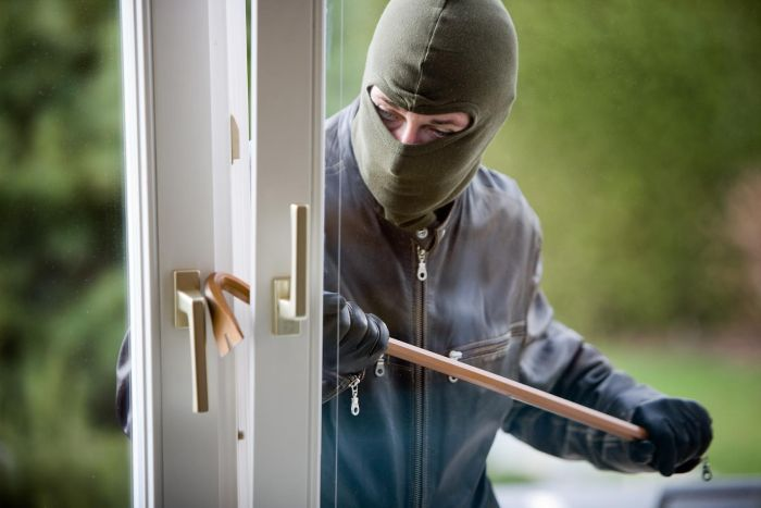 22 Things You'll Never Hear A Burglar Say