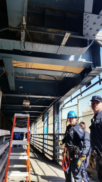 Homeless Man Makes The Manhattan Bridge His Home