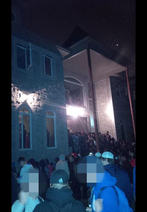 A 2,000 Person Mansion Party Gets Raided By The Police