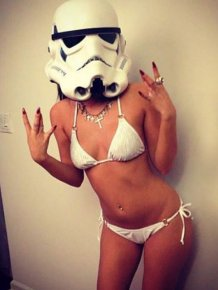 Hot Girls Get Even Hotter When They Like Star Wars