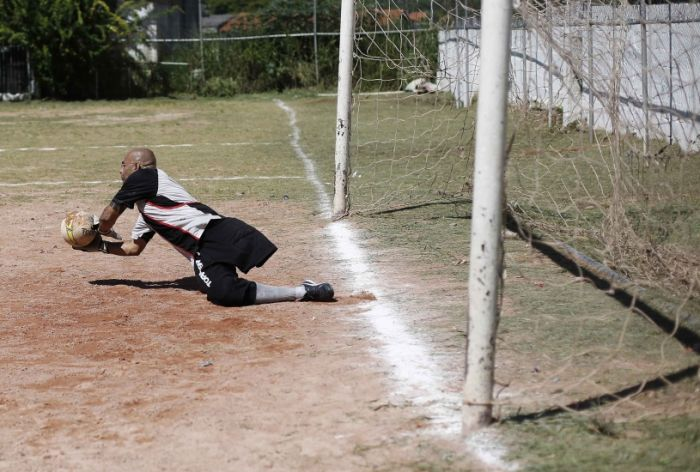 This Guy Is A Great Goalkeeper With Only One Leg