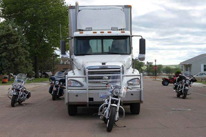You Need To Know The Blind Spots On A Big Rig