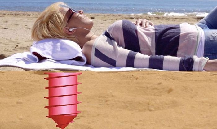 Awesome Invention For Hiding Valuables On The Beach