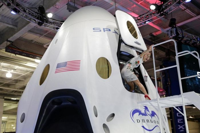 The Dragon V2 Is The Only Way To Travel To Space