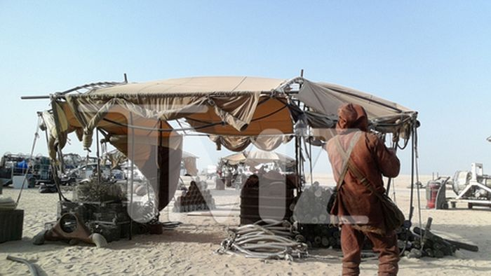 Star Wars Episode VII Leaked Photos From The Set