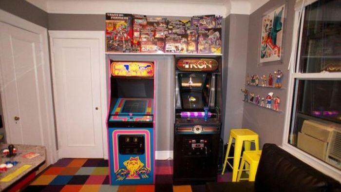 Man Turns Bedroom Into Arcade, Then Gets Dumped