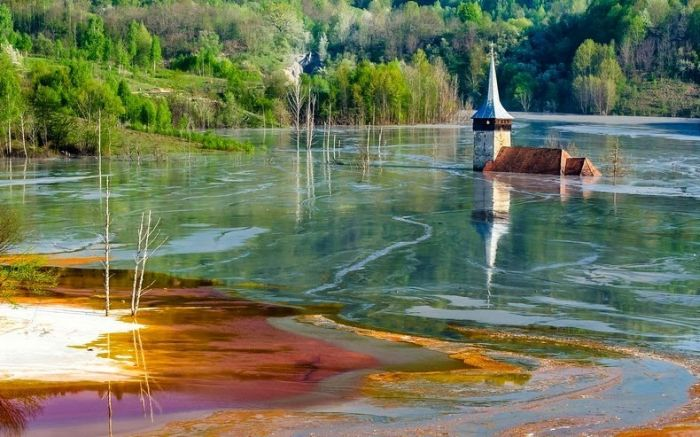 Romanian Village Ruined By A Toxic Lake