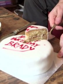 How To Cut A Cake The Right Way