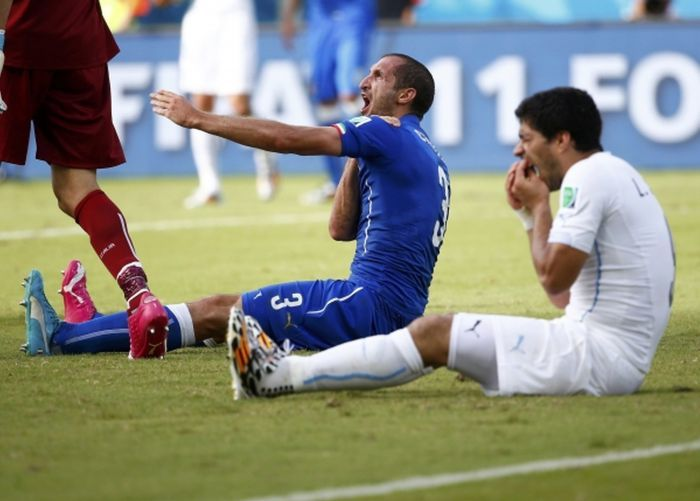 Luis Suarez Bites Another Player At The World Cup