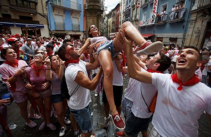 Spain's Annual Street Festival Is A Lot Of Fun
