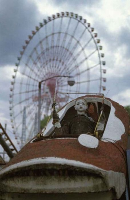 Theme Parks Get Creepy When They're Abandoned