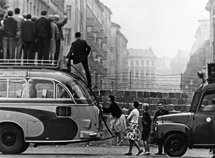 Photos Of The Berlin Wall Being Built
