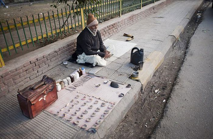 The Street Dentists of Delhi
