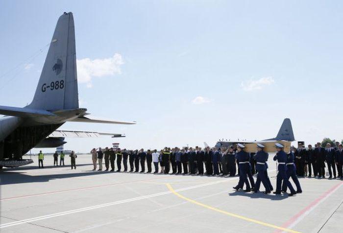 Dutch Citizens Honoring Passengers Of Flight MH17