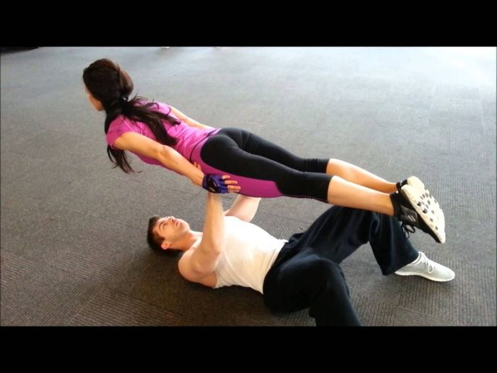 Haossova vježbaonica - Page 2 The-couple-that-exercises-together-looks-good-8