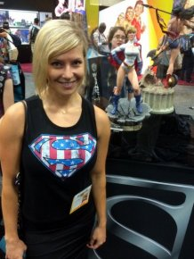 Was This The Hottest Girl At Comic Con?