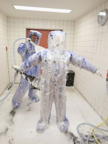 Inside The Ebola Isoloation Ward