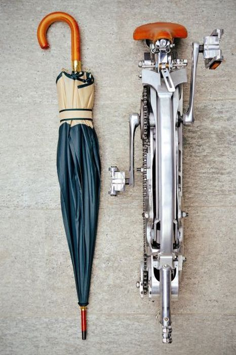 Full Size Bicycle Folds Up Like An Umbrella